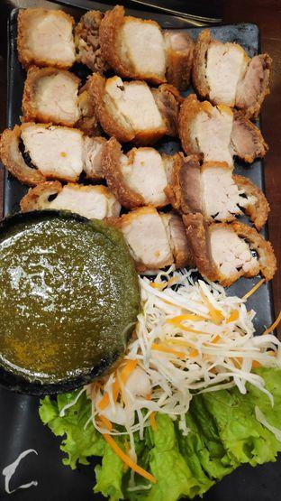Foto 3 - Makanan(Larb Crispy Pork) di Larb Thai Cuisine oleh Vita Amelia