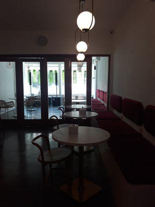 Foto 9 - Interior di Deja Coffee & Pastry oleh Mouthgasm.jkt