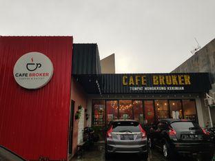 Foto 5 - Eksterior di Cafe Broker oleh Amrinayu