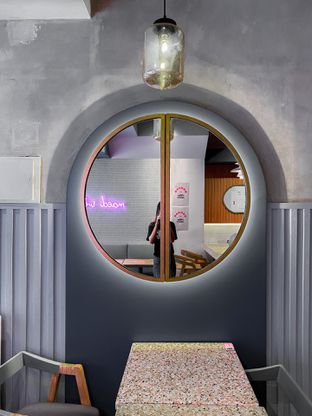 Foto 3 - Interior di Mae Coffee & Eatery oleh houseofoodies