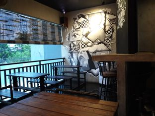 Foto 5 - Interior di Dilon Coffee oleh Nisanis