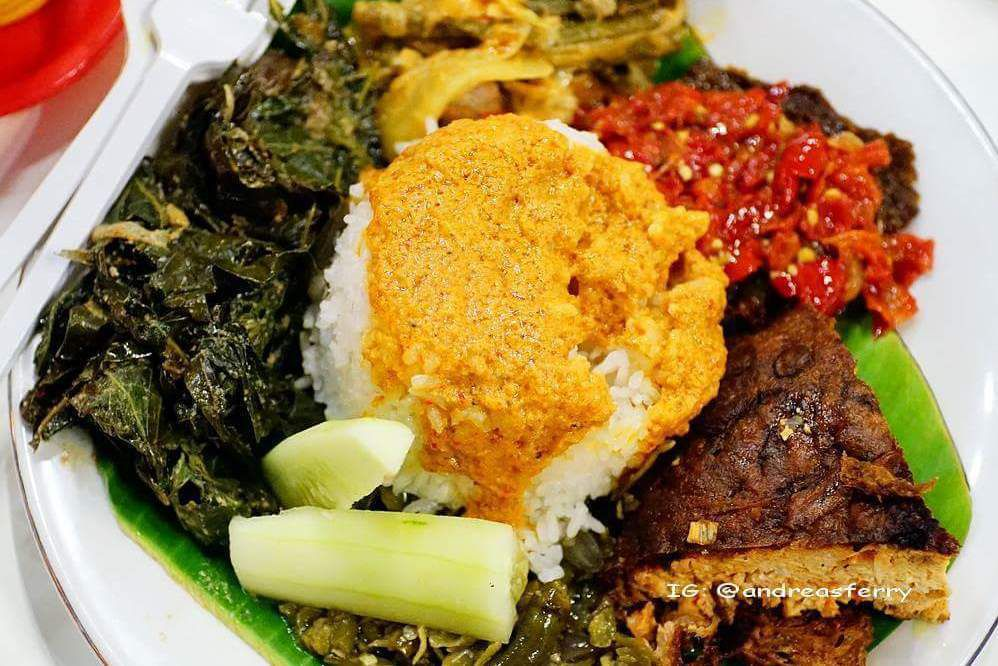 Peringkat 10 Restoran Tempat Makan Masakan Padang Enak Di