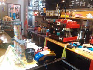 Foto 6 - Interior di Kopium Artisan Coffee oleh Renodaneswara @caesarinodswr