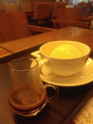 Foto 2 - Makanan(Affogato (IDR 48k) ) di Caffe Bene oleh Renodaneswara @caesarinodswr