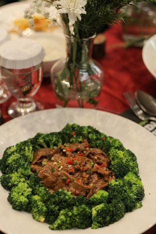 Foto 7 - Makanan di Meradelima Restaurant oleh thehandsofcuisine
