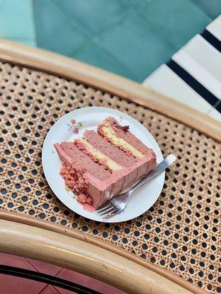 Foto 2 - Makanan(Strawberry Cheesecake) di Delicacies oleh Fadhlur Rohman