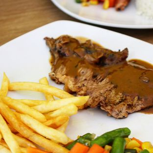 Foto review Dino Burger & Rice Steak oleh Christine Lie #FoodCraverID 4