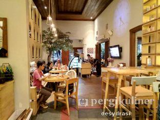 Foto 8 - Interior di Hummingbird Eatery oleh Desy Mustika
