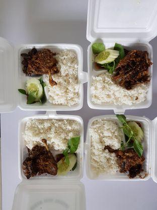 Foto 2 - Makanan di Nasi Bebek Sinjay oleh Amrinayu
