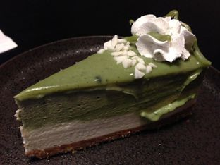 Foto 3 - Makanan(Japanese Matcha Cheesecake) di Dailydose Coffee & Eatery oleh awakmutukangmakan