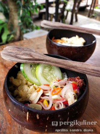 Foto Makanan di Teras Rumah Nenek