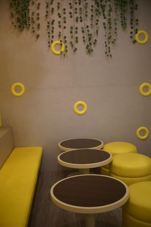 Foto 7 - Interior di Dots Donuts oleh Fadhlur Rohman