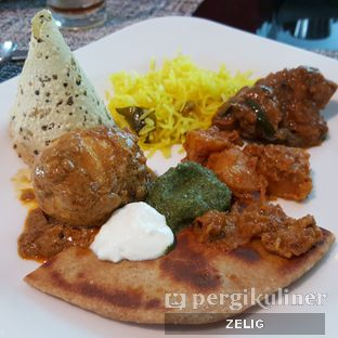 Foto 8 - Makanan(Indian Food) di Collage - Hotel Pullman Central Park oleh @teddyzelig