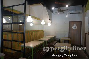 Foto 4 - Interior di Kedai Es Pisang Ijo Pemuda oleh Hungry Couplee