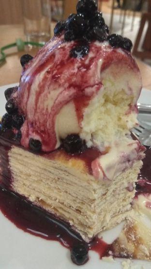 Foto 1 - Makanan(Blueberry Creepes (IDR 72k) ) di Pancious oleh Renodaneswara @caesarinodswr