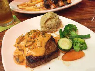 Foto 3 - Makanan di Outback Steakhouse oleh Maya