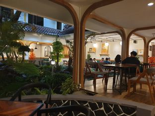 Foto 6 - Interior di Coffee Toffee oleh imanuel arnold