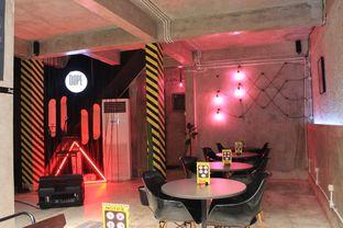 Foto 23 - Interior di Dope Burger & Co. oleh Prido ZH