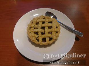 Foto 5 - Makanan(Apple Pie) di Trotoar oleh dinny mayangsari