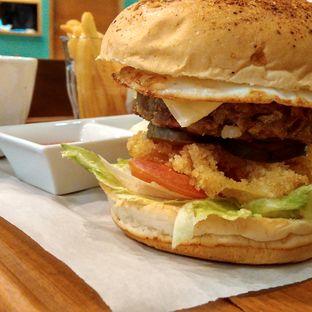 Foto 3 - Makanan(Moka cheese burger) di Mokka Coffee Cabana oleh Yanni Karina