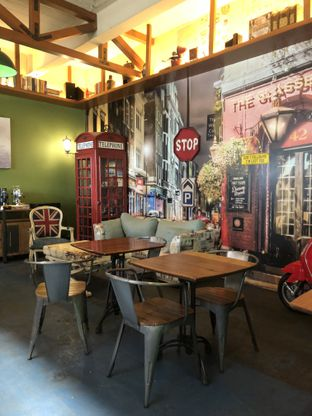 Foto 8 - Interior di Blumchen Coffee oleh Nanakoot