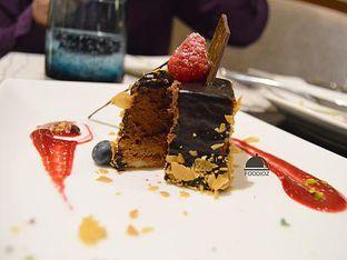 Foto 2 - Makanan(Royal Cake) di Collage - Hotel Pullman Central Park oleh IG: FOODIOZ