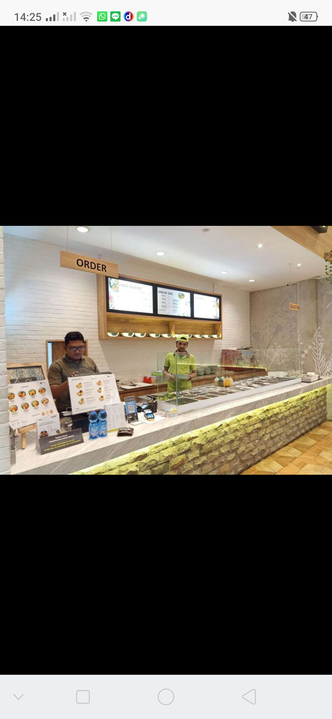 Foto Interior di 6Pack Salad Bar