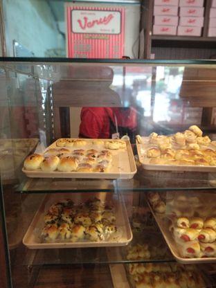 Foto review Roti Unyil Venus & Asinan Gedung Dalam oleh deasy foodie 3