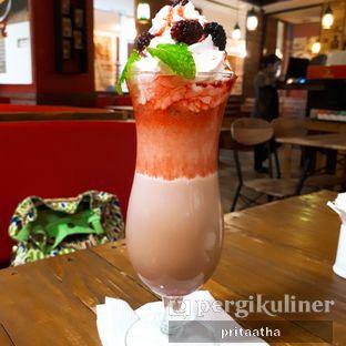 Foto 1 - Makanan(Rasberry Frappe Latte ) di Balesere Resto & Cafe oleh Prita Hayuning Dias