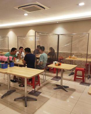 Foto 2 - Interior di Kwetiaw Sapi Seafood Akhiang 79 oleh Junior