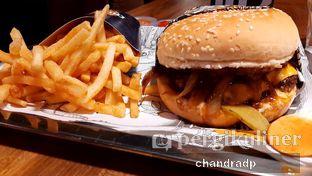Foto 4 - Makanan di Lawless Burgerbar oleh chandra dwiprastio