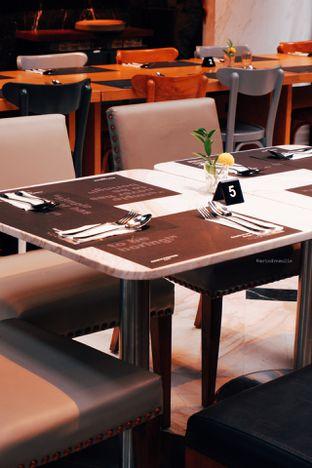 Foto 7 - Interior di Greyhound Cafe oleh Indra Mulia
