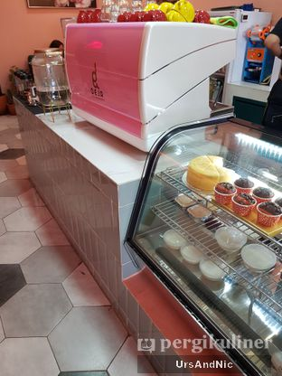 Foto 9 - Interior di Deja Coffee & Pastry oleh UrsAndNic