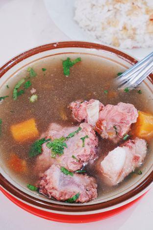 Foto - Makanan di Sop Buntut Sapi Ma' Emun (Ibu Imas) oleh Indra Mulia