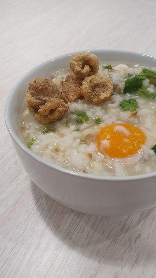 Foto 2 - Makanan di Bubur Singkawang Akhun oleh Naomi Suryabudhi