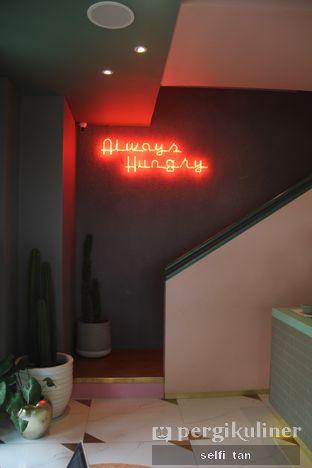 Foto 2 - Interior di Unison Cafe oleh Selfi Tan