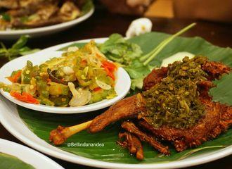 6 Tempat Makan Lesehan di Jakarta dan Tangerang Untuk Bersantai Akhir Pekan