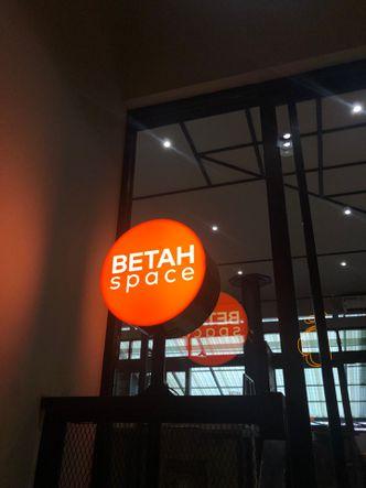 Foto Eksterior di Betah Space