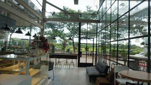 Foto 3 - Interior di JnF Coffee & Eatery oleh Meri @kamuskenyang