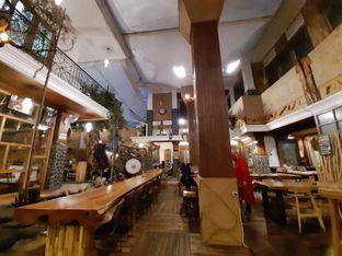 Foto 6 - Interior di Equator Coffee & Gallery oleh Fatirrahmah Nandika