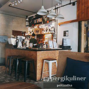 Foto 4 - Interior di Ruang Temu Coffee & Eatery oleh Prita Hayuning Dias