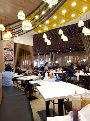 Foto 5 - Interior(suasana resto nyaman) di Chop Buntut Cak Yo oleh Ratih Danumarddin