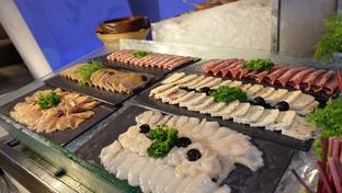Foto 9 - Makanan di Collage - Hotel Pullman Central Park oleh Yummyfoodsid