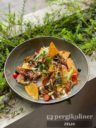 Foto 6 - Makanan(Cutt Nachos) di Cutt & Grill oleh @teddyzelig