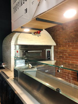 Foto 10 - Interior di Pizzapedia oleh kdsct