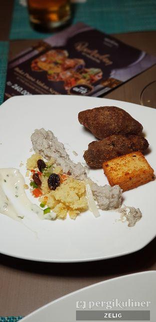 Foto 3 - Makanan di The Square - Hotel Novotel Tangerang oleh @teddyzelig