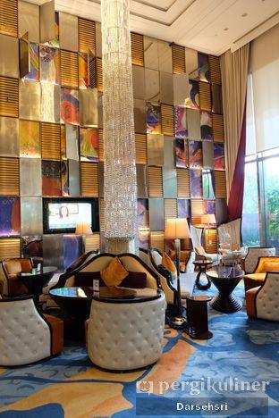 Foto 5 - Interior di The Writers Bar - Raffles Jakarta Hotel oleh Darsehsri Handayani