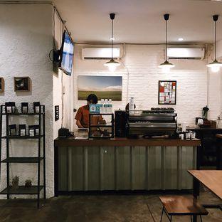 Foto 6 - Interior di Pikul Coffee & Roastery oleh Della Ayu