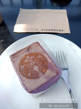 Foto 2 - Makanan(Taro cake) di Starbucks Coffee oleh Iin Puspasari
