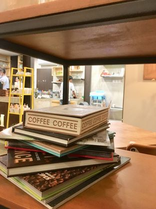 Foto 5 - Interior di Kona Koffie & Eatery oleh Prido ZH